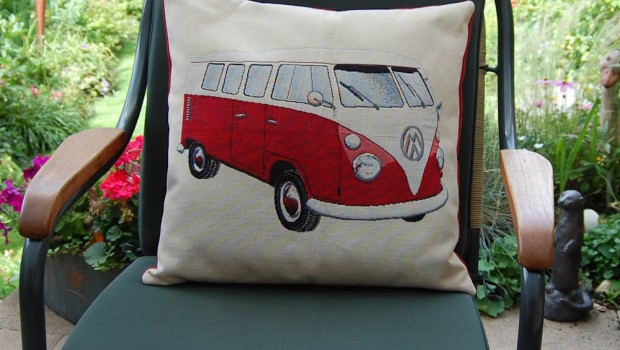 kissen f r den vw bus fan sockshype. Black Bedroom Furniture Sets. Home Design Ideas