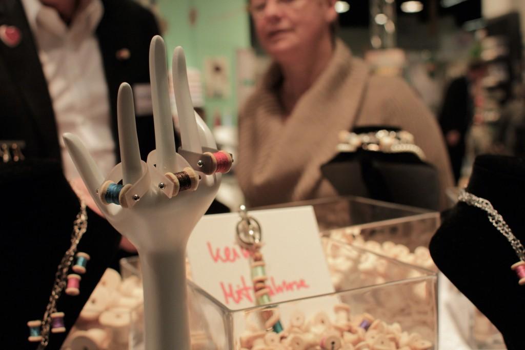 An diesem Stand ließen sich Ringe mit Garnrollen in Miniaturform individuell zusammenstellen. Hobby und Handwerk Hobby und Handwerk 2013 – Junge Unternehmen mischen auf.