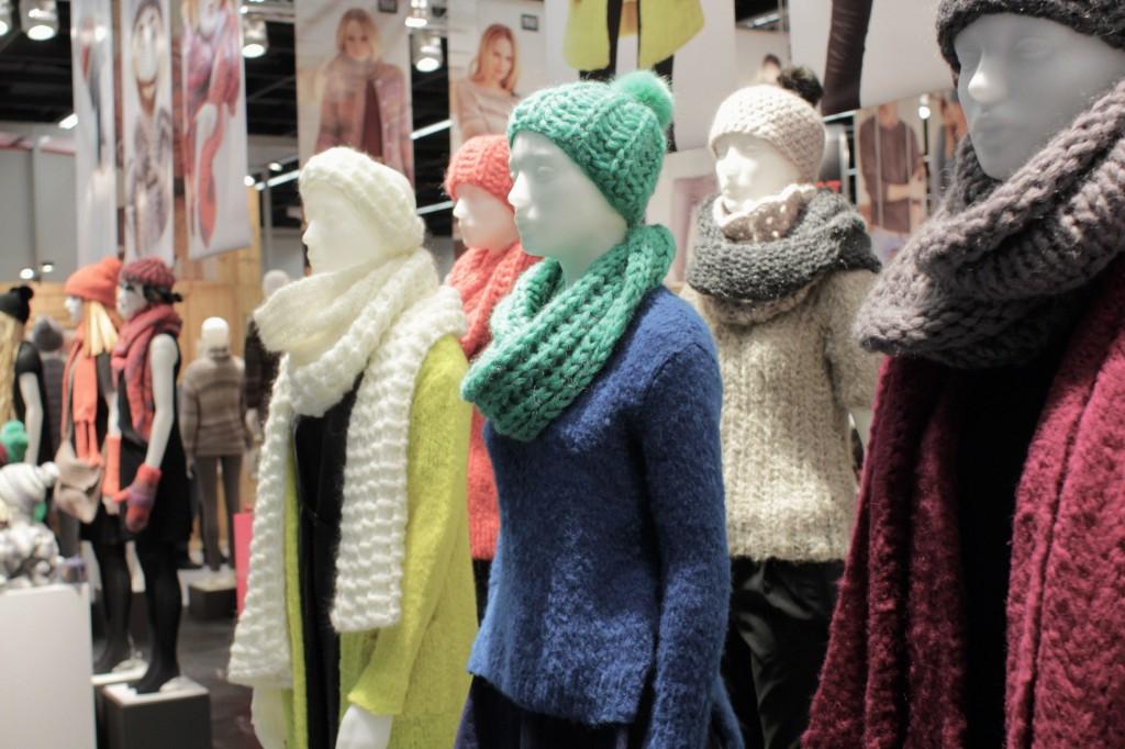 Tolle Farbkombinationen zeigten immer wieder Puppen größerer Aussteller. Hobby und Handwerk Hobby und Handwerk 2013 – Junge Unternehmen mischen auf.