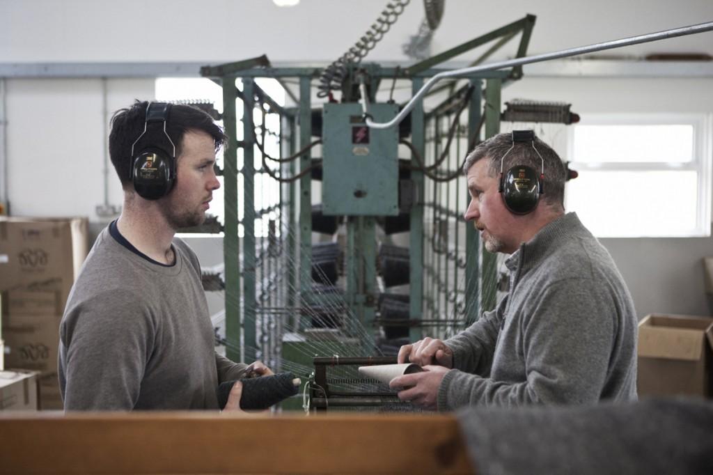 Kieran und Shaun Molloy in ihrer Weberei Tweed Tweed – eine alte Webtraditon wieder aktuell