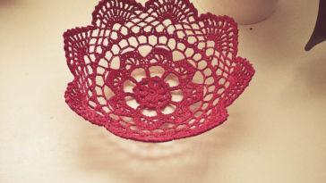 Häkeldeckchen Körbchen aus Häkeldeckchen – eine DIY Anleitung
