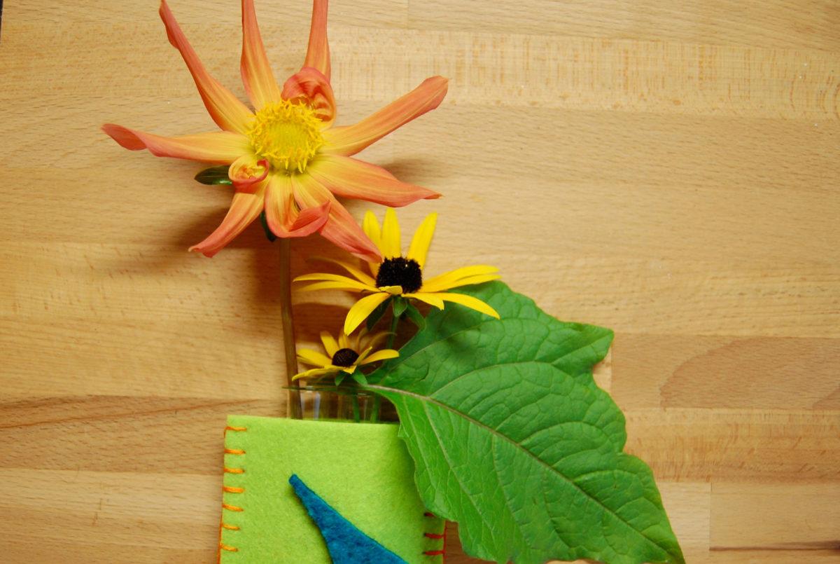 Filz-Utensilo für Strick- und Häkelnadeln als aparten Vase