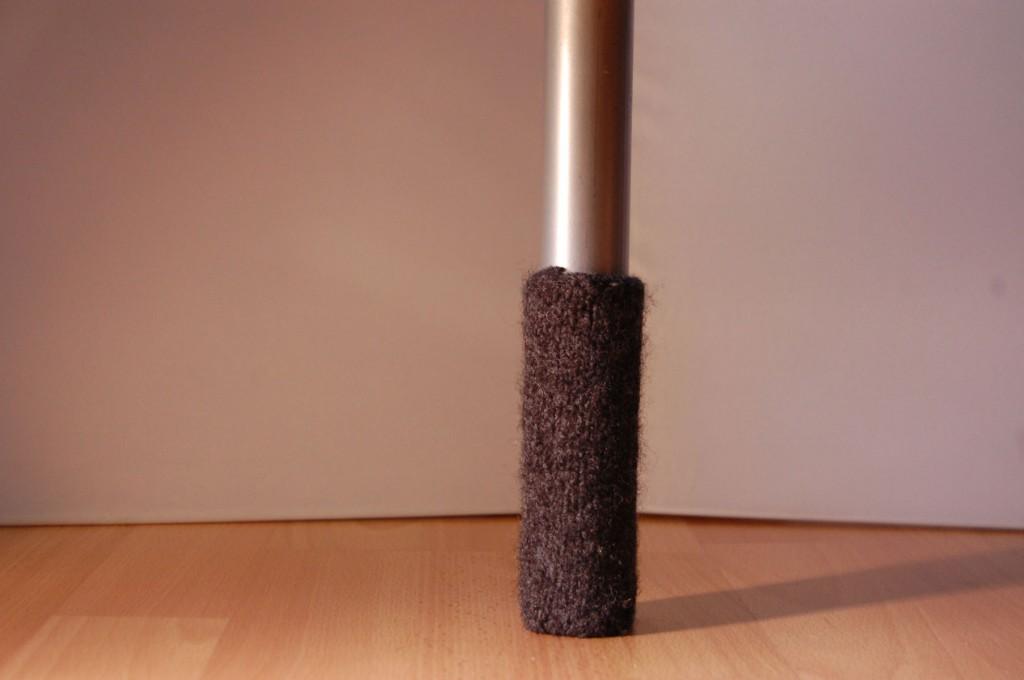 Gefilzt Socke für Bettbeine stuhlbeinsocke Anleitung: Stuhlbein Socke stricken – mit Filzwolle