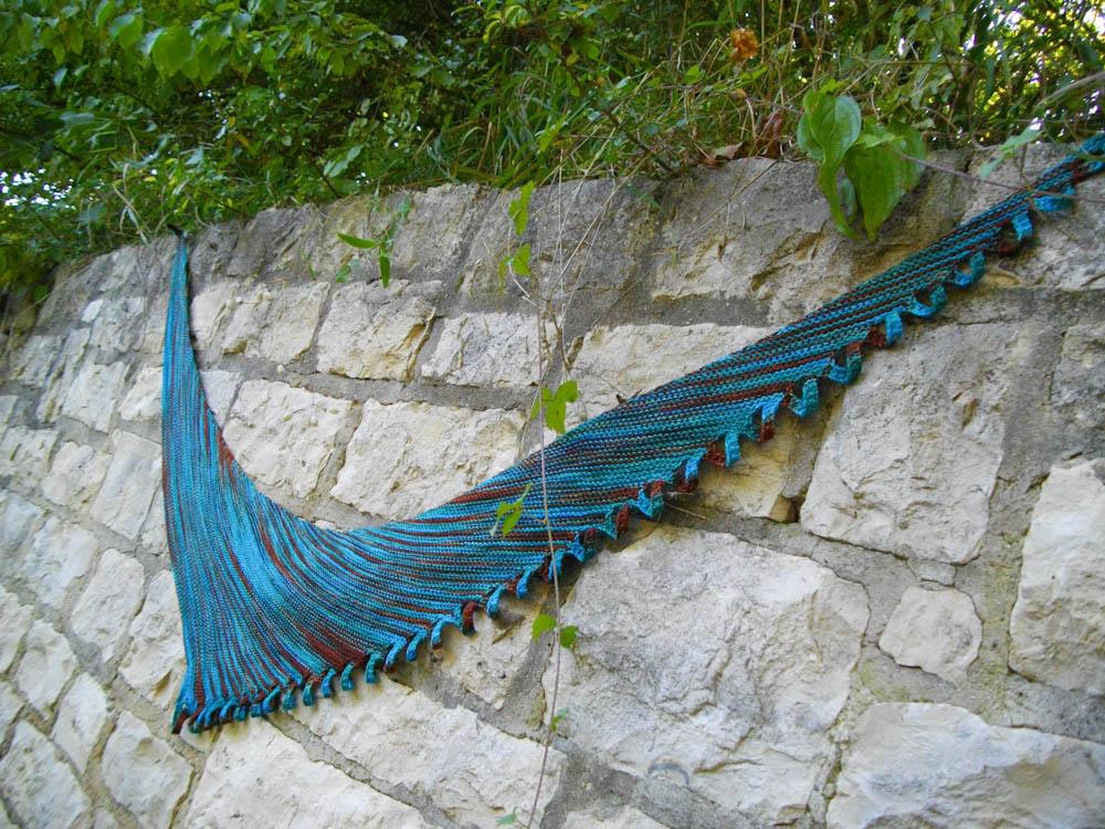 Miss Winkle auf sockshype tuch stricken Miss Winkle: Tuch stricken mit Kringelschlaufen