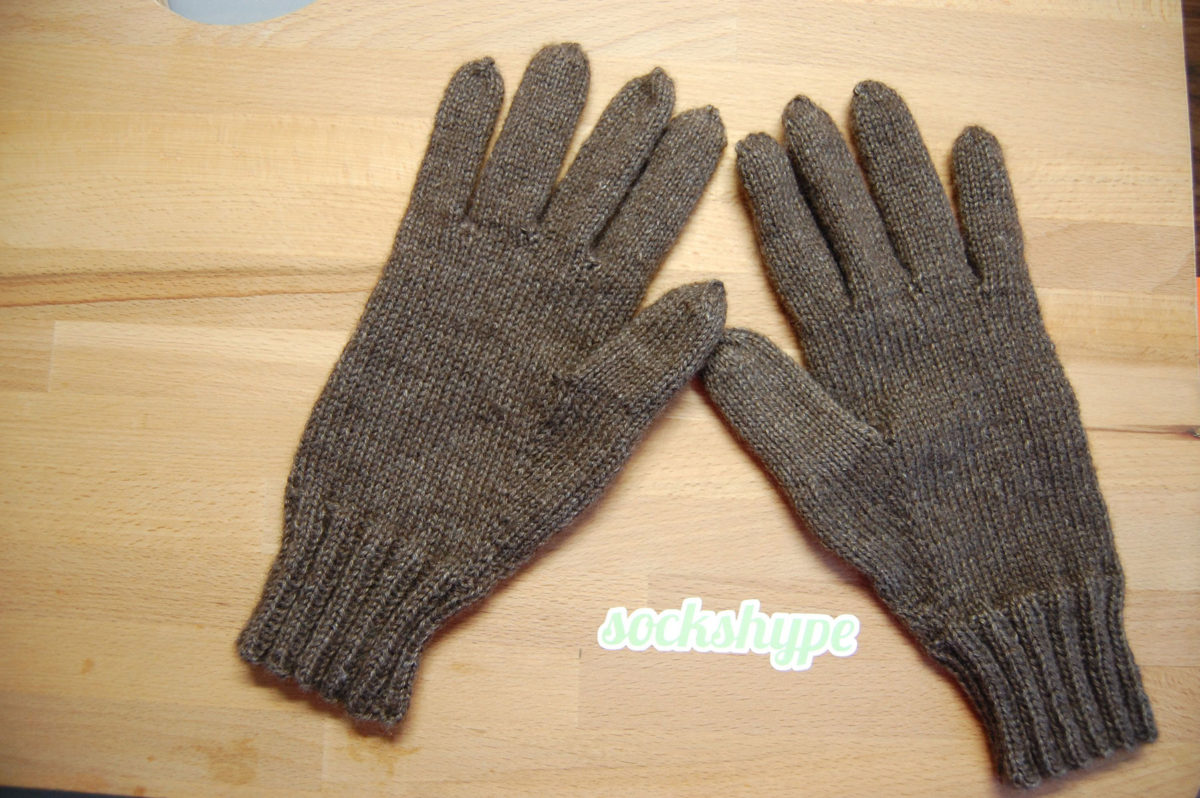 anleitung handy handschuhe stricken kuschelige smartphone technik sockshype. Black Bedroom Furniture Sets. Home Design Ideas