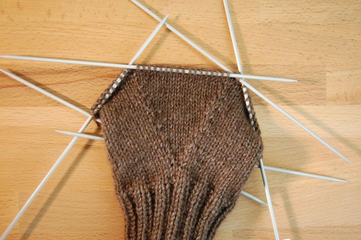 Handy-Handschuhe auf sockshype Handy-Handschuhe Anleitung: Handy-Handschuhe stricken kuschelige Smartphone-Technik