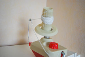 Wollwickler und Haspel Wollwickler und Haspel 2 nützliche Helfer: Wollwickler und Haspel