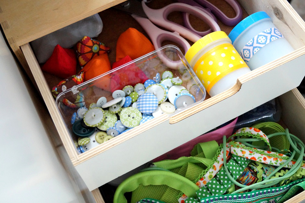 Not macht erfinderisch: Gut sortierte Holzschubladen