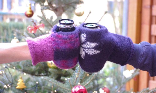 Geschenke - Handschuh für Getränke Geschenk selber machen, stricken, nähen oder häkeln – mit Anleitung