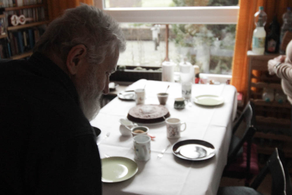 Freude über fremden Besuch bei Herrn B. Im Gespräch mit dem Strickmeister von Hamburg
