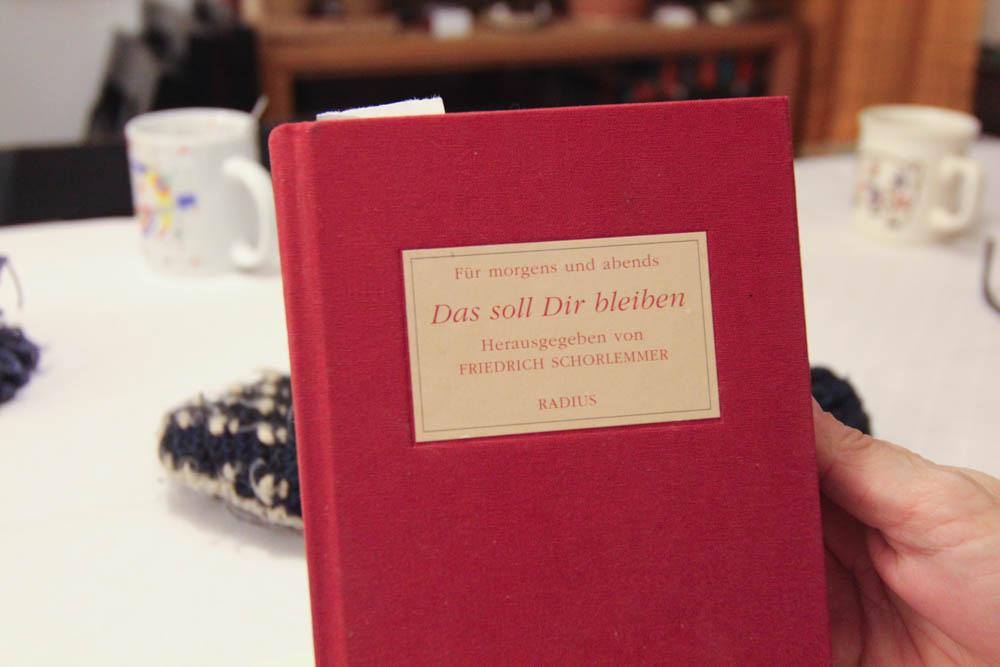 Aus diesem Buch liest seine Frau beim Stricken vor. Strickmeister von Hamburg Im Gespräch mit dem Strickmeister von Hamburg