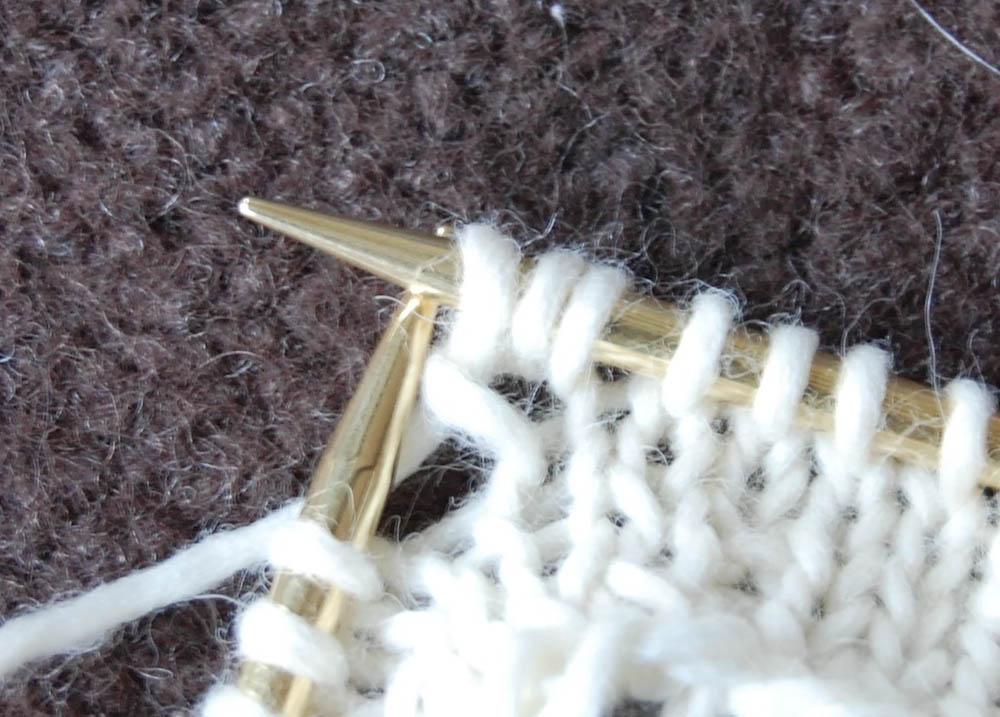 Strickband - Masche herausstricken strickband Anleitung: Strickband für Lampenschirm