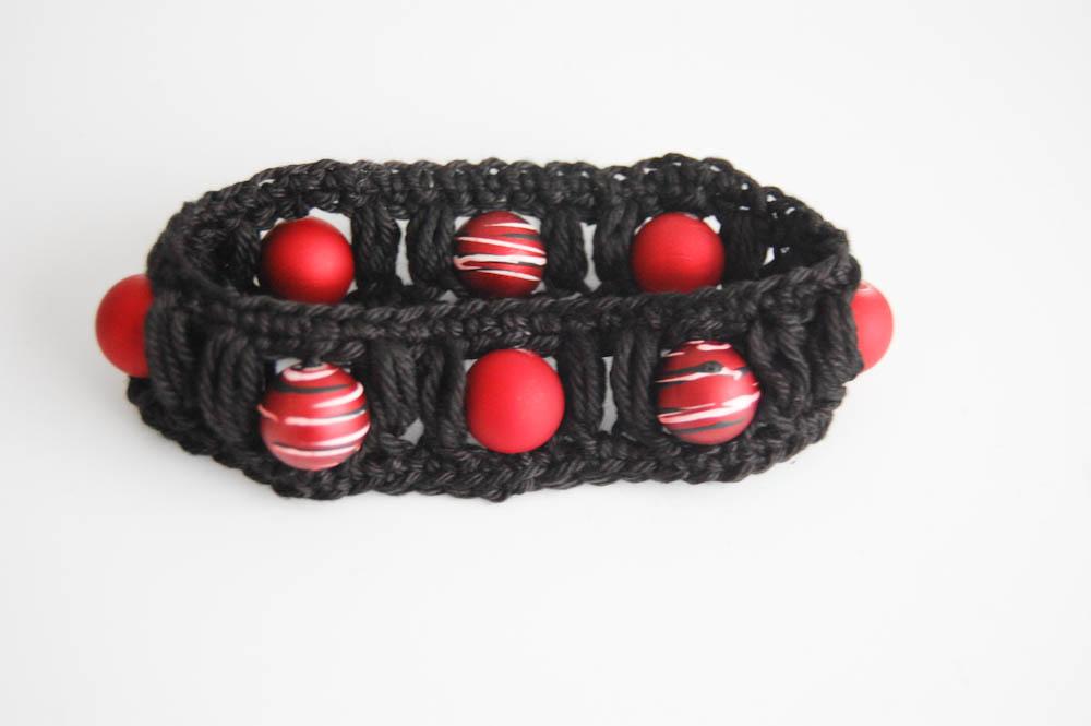 sockshype - Armband häkeln mit Büschelmaschen und Perlen