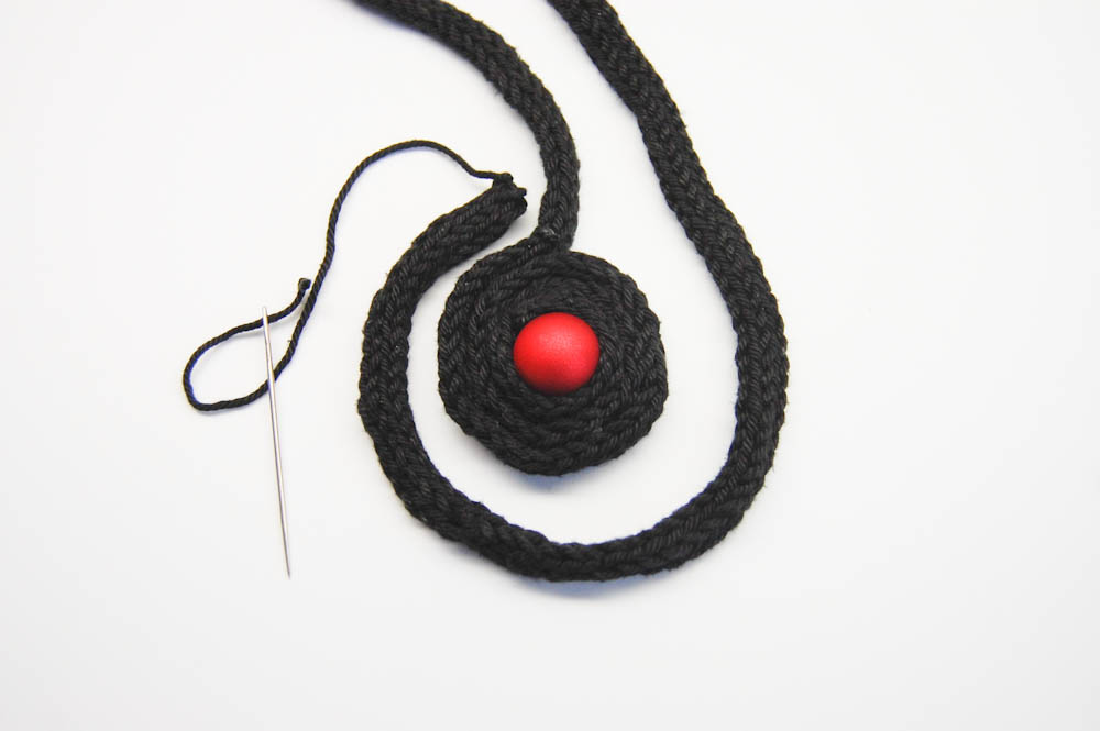 Amulett Kette amulett kette Anleitung: Amulett Kette aus gestrickter Baumwollschnur