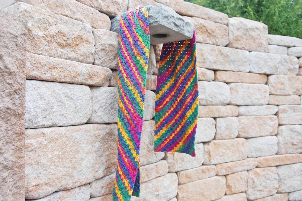 Ecke-zu-Ecke-häkeln Schal in ganzer Länge