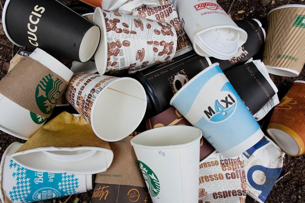 Hülle für Kaffeebecher stricken // Bild: Quelle DUD/Sascha Kautz hülle für kaffeebecher stricken Kaffeebecher stricken gegen 2,8 Milliarden Coffee to go-Becher