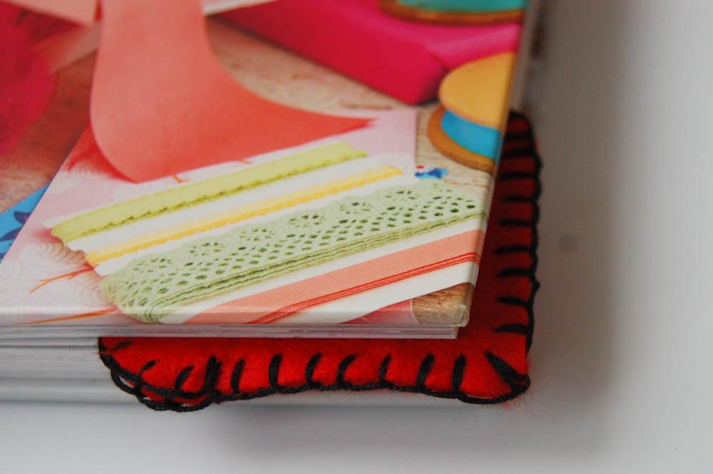 Herzchen Lesezeichen aus Filz im Buch herzchen lesezeichen Anleitung: Herzchen Lesezeichen nähen