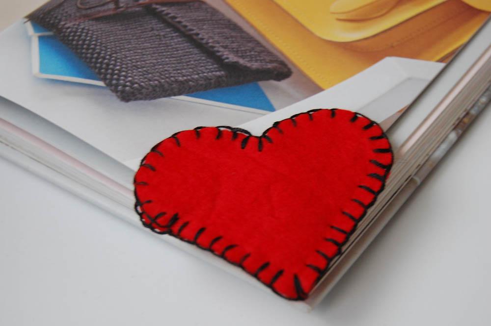 Herzchen Lesezeichen aus Filz herzchen lesezeichen Anleitung: Herzchen Lesezeichen nähen