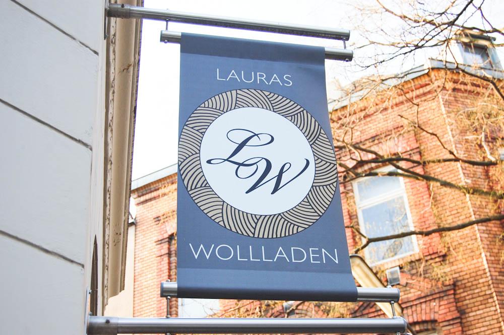 Lauras Wollladen - Geschäftsschild