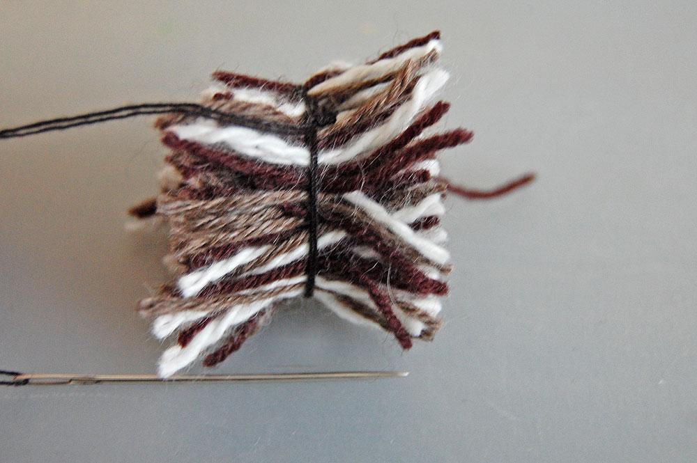 Pompon - Wollknäuel aufgeschnitten Des Hasen Stummelschwanz – ein Pompon
