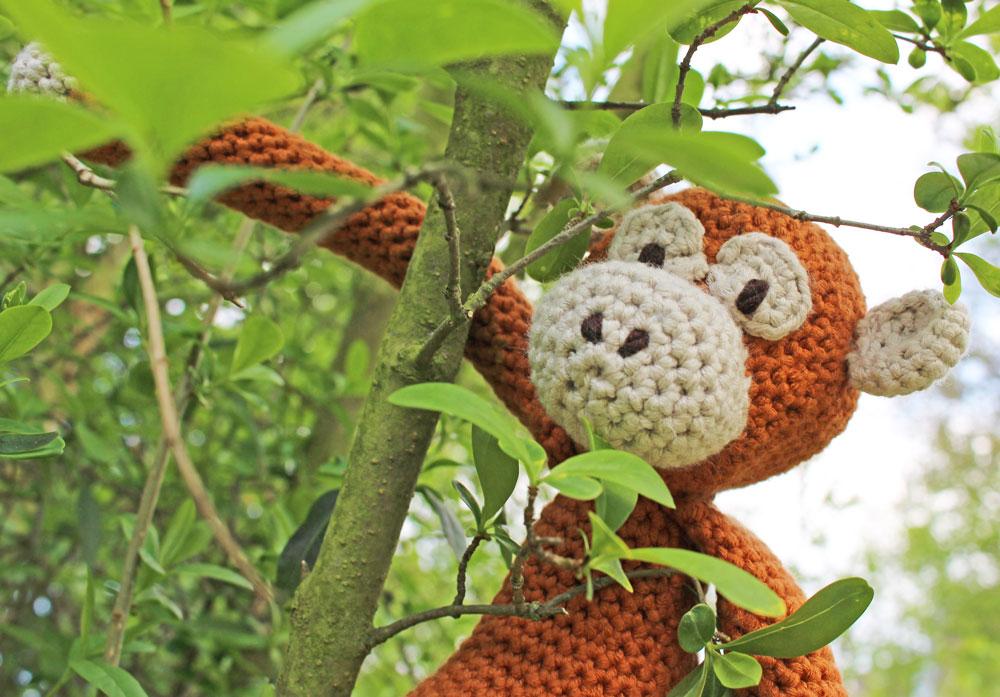 Edwards freche Tierparade - Affe im Baum
