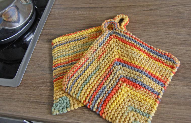 Anleitung: Topflappen stricken aus Bändchengarn | sockshype