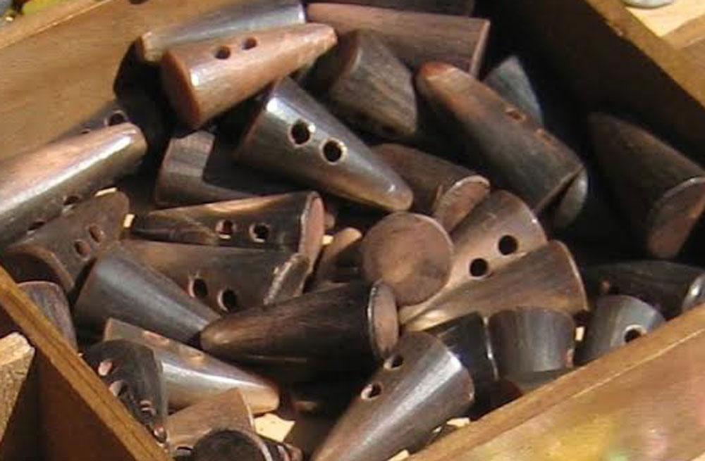 Knebelknöpfe knopf Zugeknöpft – Der Knopf, Verschluss und Dekoration