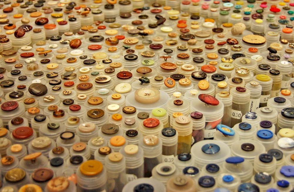 Knopfangebot Markt knopf Zugeknöpft – Der Knopf, Verschluss und Dekoration