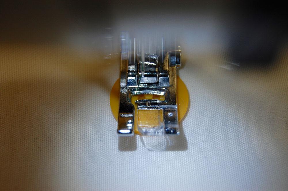 Knopf annähen mit der Nähmaschine knopf annähen Zugeknöpft – Knopf annähen – So einfach geht es.