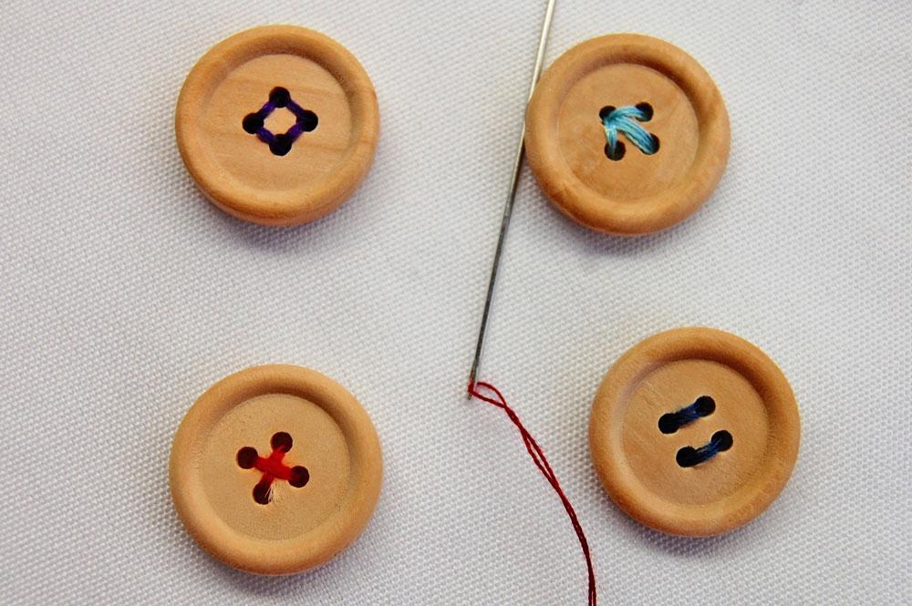 Vierlochknöpfe knopf annähen Zugeknöpft – Knopf annähen – So einfach geht es.