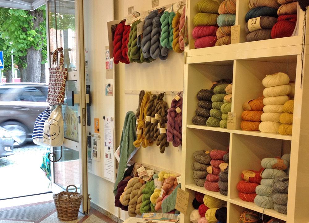 Wolle & Kunst - Eingang wolle & kunst Tanja Zielinski im Interview über Wolle & Kunst in Neustadt