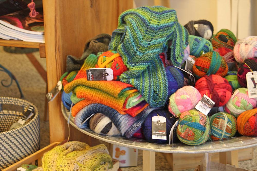 Wolle & Kunst - Schale mit Wolle