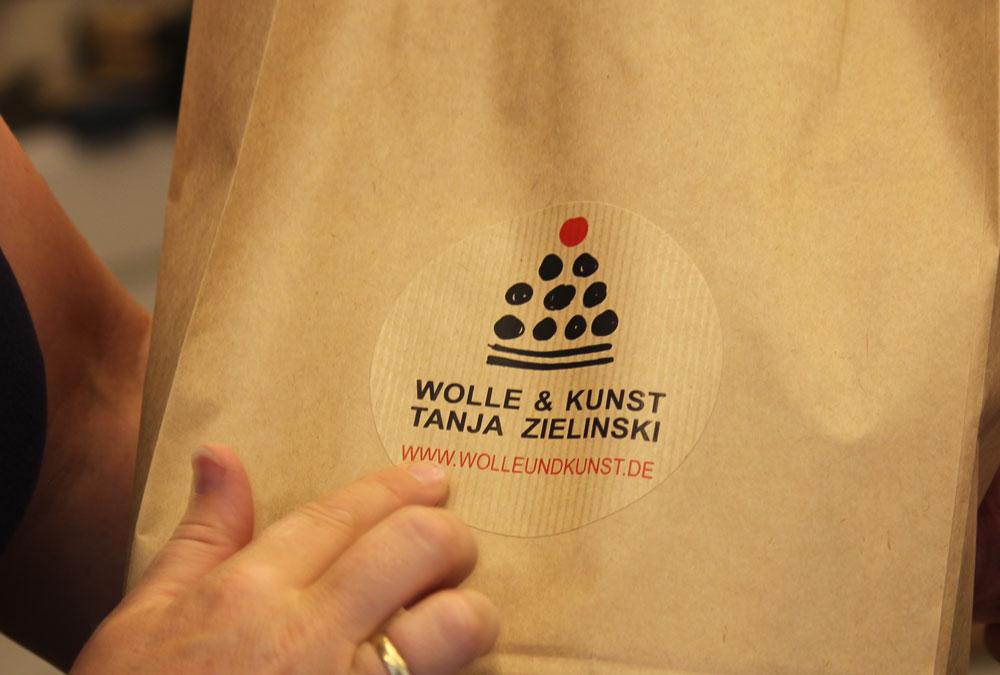 Wolle & Kunst - Tüte mit Aufkleber