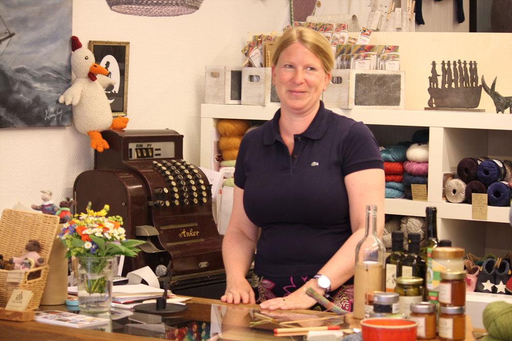 Wolle & Kunst - Tanja Zielinski an der Kasse