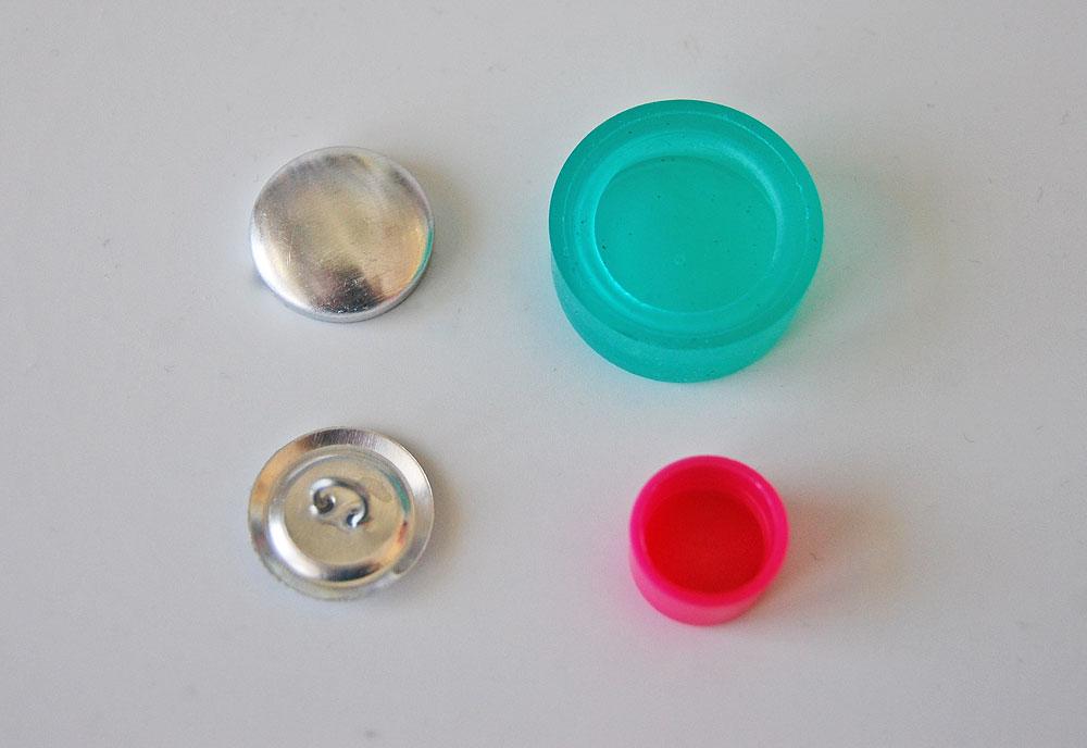 Knopf mit Stoff beziehen - Rohlinge und Werkzeug knopf mit stoff beziehen Tipp: Knopf mit Stoff beziehen