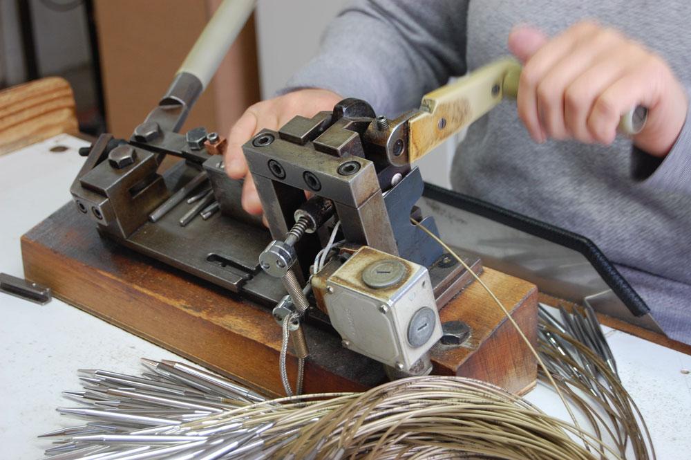 Werksbesichtigung bei addi - Nacharbeitung von Hand
