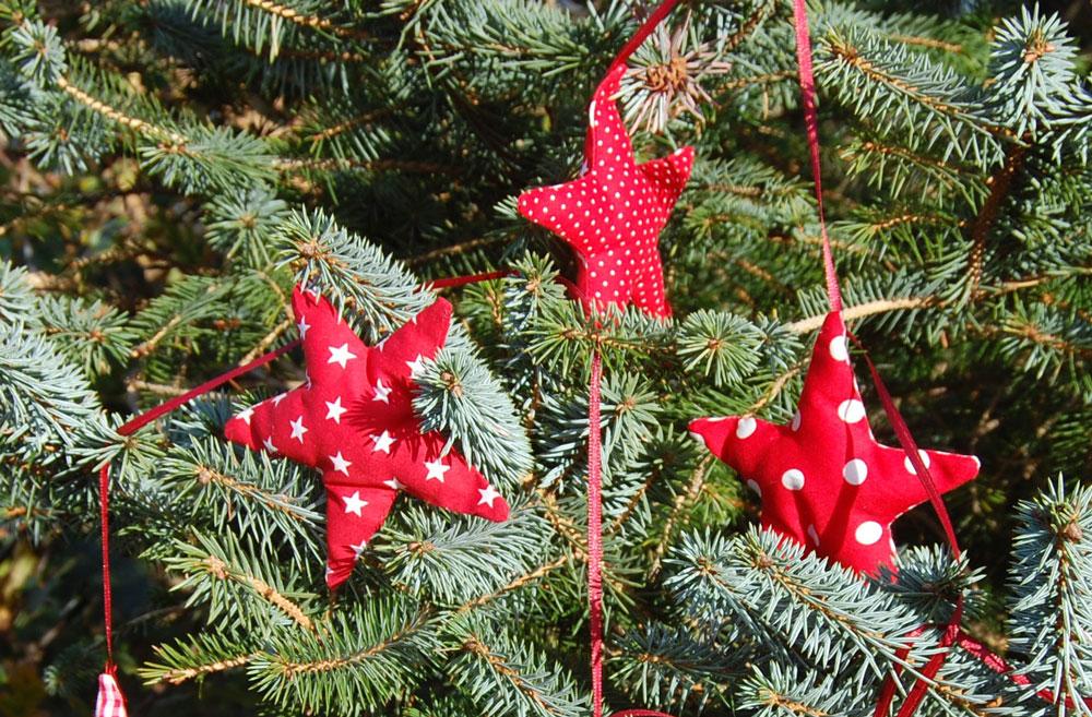 Weihnachtssterne nähen - im Tannenbaum Anleitung: Weihnachtssterne nähen