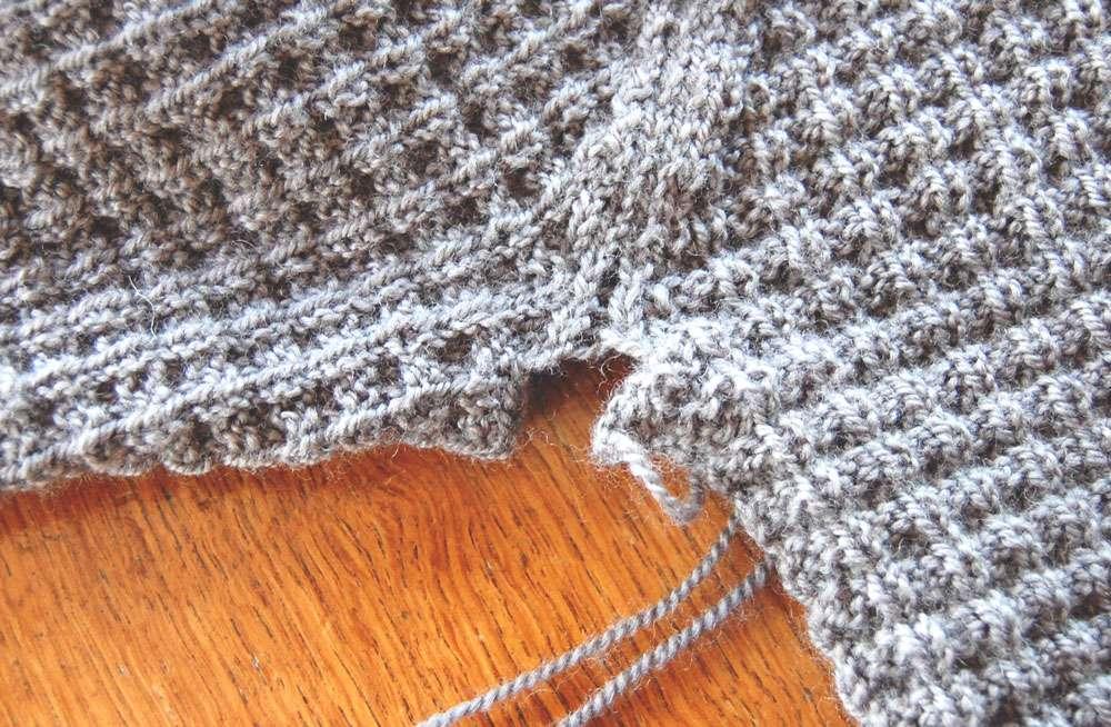 Anleitung: Attraktiven Pullover stricken – in einem Stück | sockshype