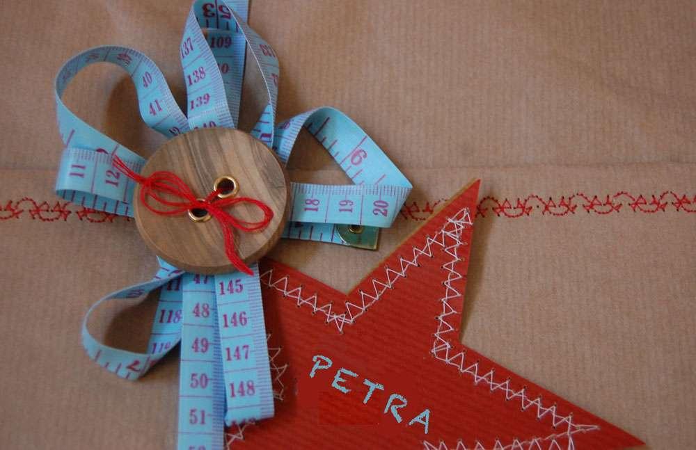 weihnachtliche Geschenkverpackung - Bäckergarn Weihnachtliche Geschenkverpackungen mit Packpapier, Nähmaschine & Co.