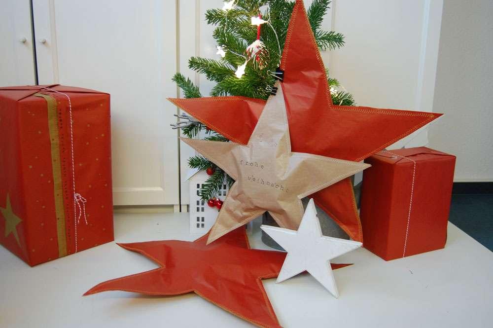 Weihnachtliche Geschenkverpackungen - Sterneverpackung Weihnachtliche Geschenkverpackungen mit Packpapier, Nähmaschine & Co.