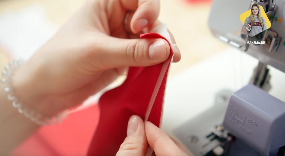 Elastikband mit der Overlock einnähen badeanzug selber nähen Anleitung: Badeanzug selber nähen (Schnittmuster zum Herunterladen)