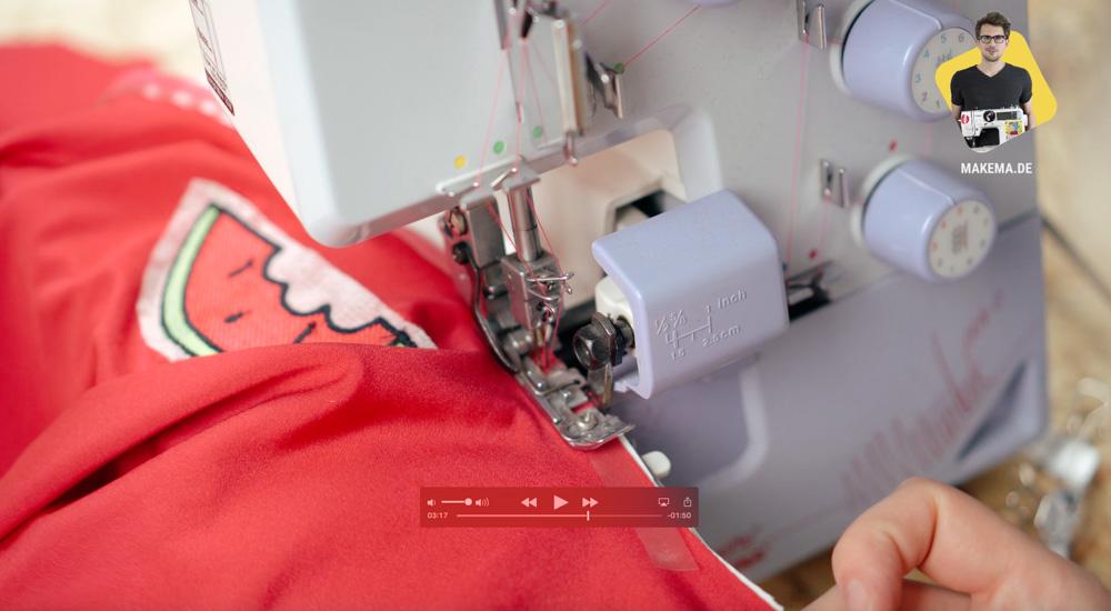 Dekolletee des Badeanzuges inkl. Elastikband zusammen nähen badeanzug selber nähen Anleitung: Badeanzug selber nähen (Schnittmuster zum Herunterladen)