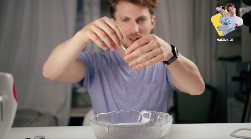 Die Stickfolie löst sich in Verbindung mit Wasser komplett auf. wasserlösliche stickfolie Wasserlösliche Stickfolie in der Anwendung