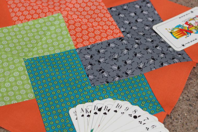 6 Köpfe 12 Blöcke - August - Card Trick - Titelbild 6 köpfe 12 blöcke 6 Köpfe 12 Blöcke August – Card Trick Quiltalong