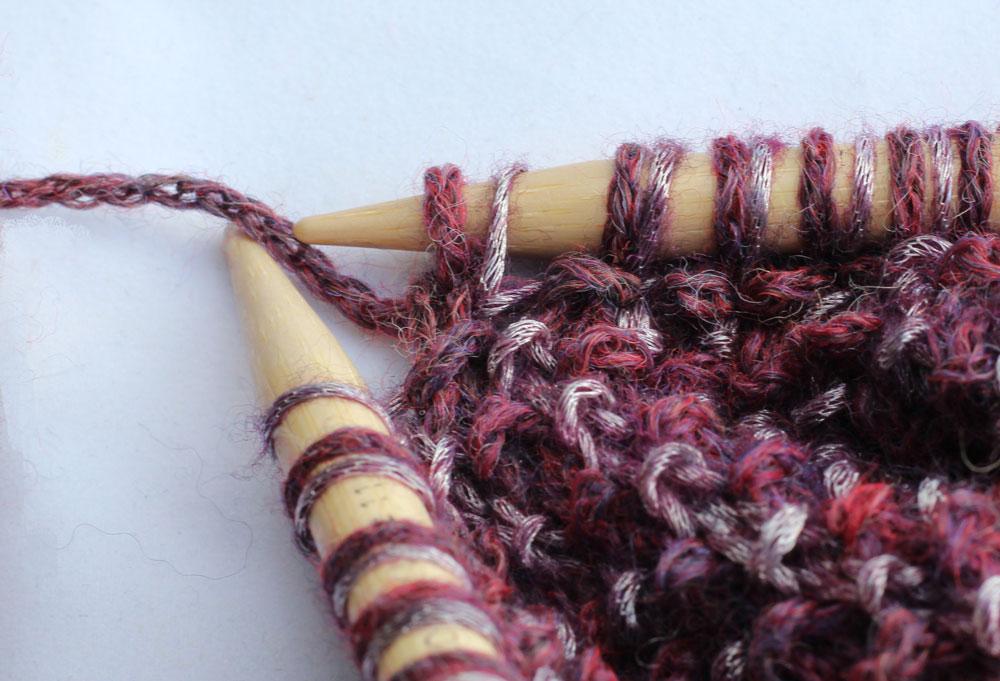 Loop mit Hebemaschen stricken - mix&knit - Maschen abwechselnd