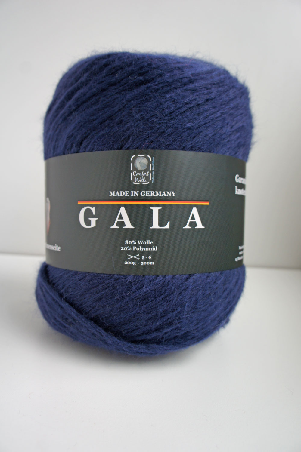 Poncho stricken - Studio Yarn - Gala Wollknäuel