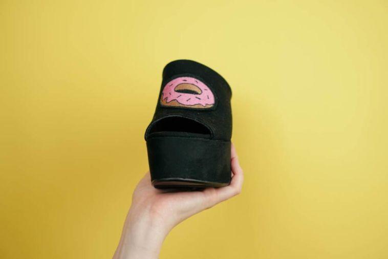 Schuhe pimpen mit Patches – DIY schuhe pimpen Schuhe pimpen mit Patches