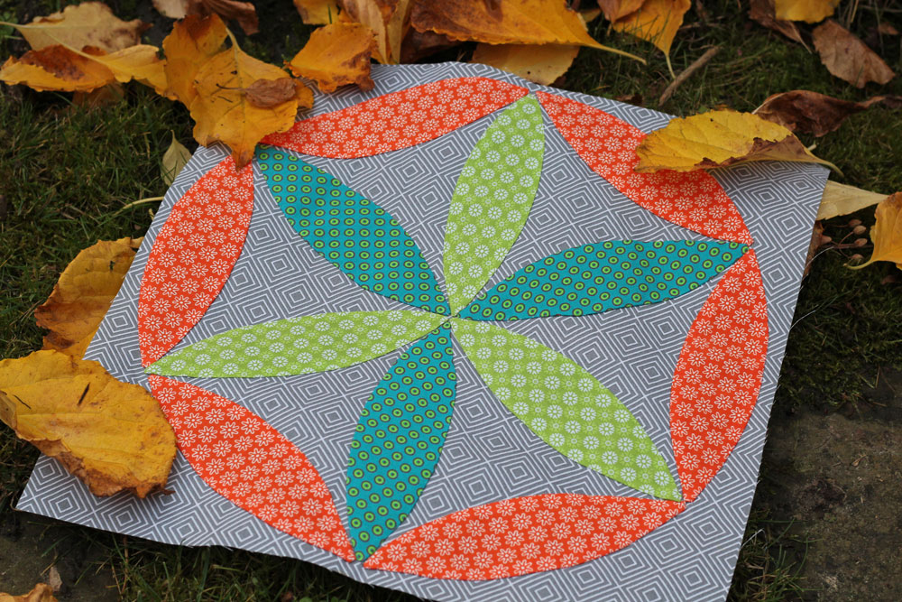 6 Köpfe 12 Blöcke - Titelbild im Herbstlaub