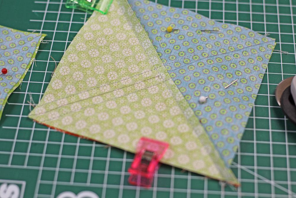 6 Köpfe 12 Blöcke - Half Square Triangle wird geteilt