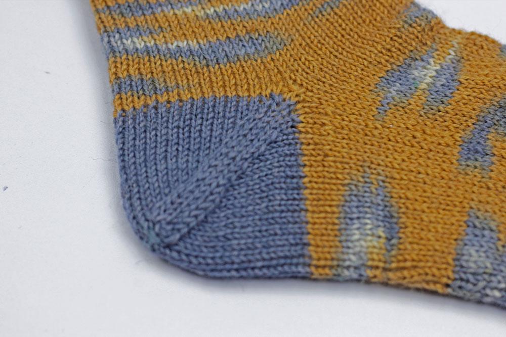 Kinda Magic Socks - Die nachträgliche Ferse wird genau, wie die Spitze gestrickt.